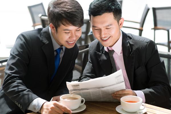 sharing_newspaper